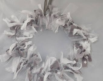 Cou004 - White fabric Christmas Wreath and taupe