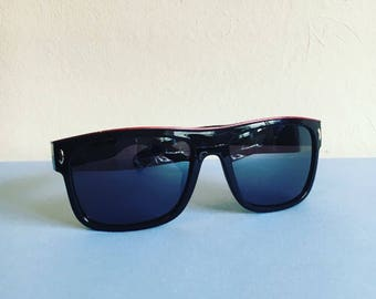 Vintage SALE 1990s wayfarer style sunglasses // ski style