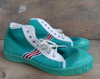 Soviet vintage Sneakers Green Sport Shoes Unused Retro Footwear USSR era 1990-s. Green Canvas Sneakers from Soviet Union EU 44