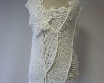 Special price. Summer white asymmetrical boucle blouse, L size.