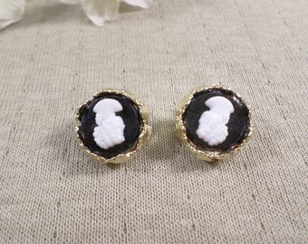 Beautiful Vintage Gold Tone Pair Of Cameo Clip On Earrings  DL#3313