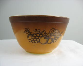 Vintage Pyrex Old Orchard Mixing Bowl #401 ~ 1 1/2 pint