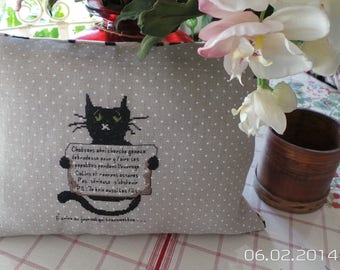 """NEW 2014 BISTRE LINEN CUSHION HAS PEA WHITE CROSS STITCH EMBROIDERY MADE HANDS """"HOMELESS CATS"""