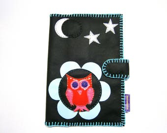 Original pad protects a health baby or child! MIDNIGHT OWL! faux leather and Black Cotton. Size 25.5 cm x 17 cm belicious delicious creation