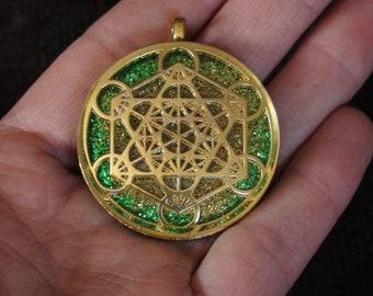 Golden Green Archangel Metatron's Cube Crystal Orgone Energy Sacred Geometry Meditation 40mm Pendant Necklace Ormus Orgone Unisex Moldavite