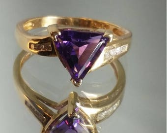 ON SALE 10K Solid Yellow Gold Amethyst and Diamond Triangle Ring Retro Vintage