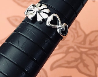 Petite Sterling Silver Flowered Heart Ring Size 4