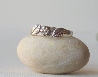 Sterling Silver Band Ring, Vintage 925 Silver Ring, Simple Flower and Leaf Ring, Girls Ring, Size 7 1/2, 70's, Small Retro Romantic Ring