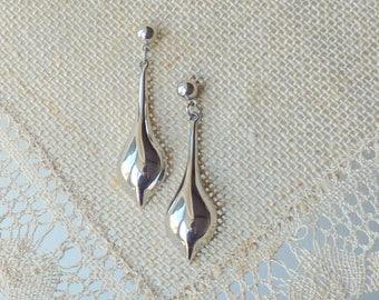 Silver Modernist Teardrop Earrings, Vintage Dangle Drop Earrings, Dangle  Silver Teardrop Pierced  Futuristic stud Earrings, Retro Earrings