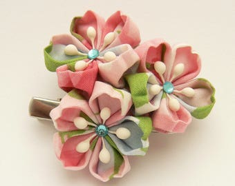 Sakura tsumami kanzashi, japanese cherry blossoms hairclip and brooch, silk flowers traditionally worn in April.