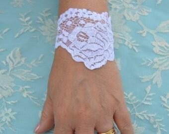 White bridal lace bracelet, cuff white wedding, white cuffs, white woman, wedding lace sleeve cuff, arm warmers