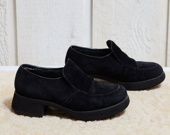 Sale! 90s Hush Puppies Black Suede Derby Shoe • 4