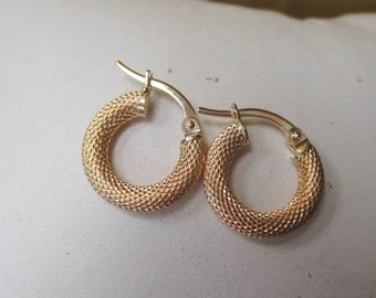 18K Yellow Gold Diamond Pattern Small Hoop Earrings