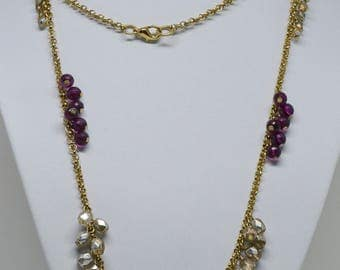 Lovely gold tone necklace with Glass beads