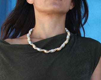 Vintage chic metallic silver and copper color collar necklace.