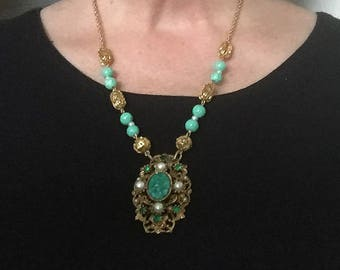 Beautiful Restyled Gold Tone and Green Czech 'Peking Glass' Necklace