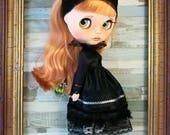 Outfit blythe, pullip y muñecas de tamaño similar. Incluye vestido, diadema y medias. Zapatos NO incluidos
