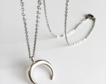 Chain and silver plated Moon pendant necklace
