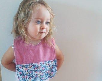 Rosa Periwinkle , Bavette pour bébé avec pochette, bavette enfant / Rosa Periwinkle ,  Baby toddler bib with front pouch