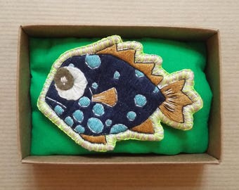 Grumpy fish brooch