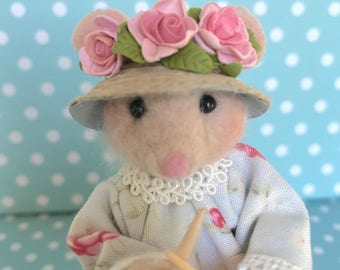 Needle Felted Mouse: Marieta is knitting