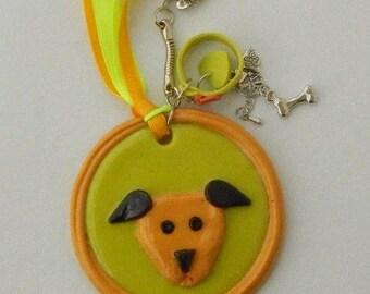 Key chain dog ochre green polymer