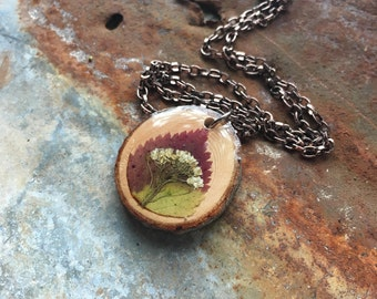 Natural Wood Jewelry, Wood Slice Necklace, Wooden Pendant, Dried Flowers, Resin Jewellery, Floral Boho Pendant, Pressed Leaf Pendants