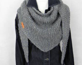 Hand-knitted triangle cloth SCHALTUCH grey wool silk