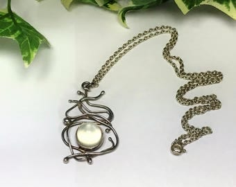 A Beautiful Silver and Moonstone Pendant Necklace on Silver Chain