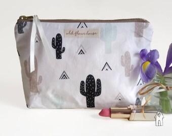 Cactus Makeup Bag, Cactus Cosmetics Bag, Make Up Bag, Make-up Bag, Toiletry Bag, Zipper Pouch, Cotton Fabric, Cactus Gift, Old Flour House