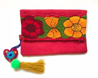Mexican clutch, mexican bags, mexican handbag, mexican embroidered bag, mexican purse, mexican embroidery, pom pom bag, pom pom purse