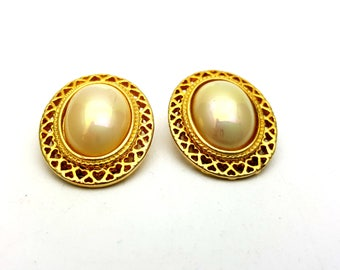 Vintage Clip on 80s Earrings Gold Tone Metal Oval Filigree Faux Pearls New Wave Industrial Modernist Modern Retro Fashion Runway Feminine