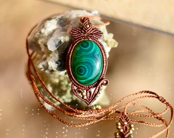 Micro Macrame pendant with Mezmerizing Malachite