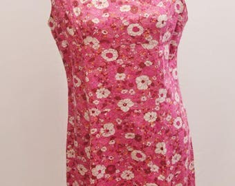 1960s handmade floral shift dress in pinks. Great summer dress