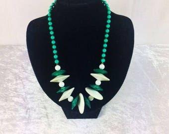 Vintage White Green Plastic Necklace Vintage Jewelry Costume Jewelry Beaded Jewelry Beaded Necklace