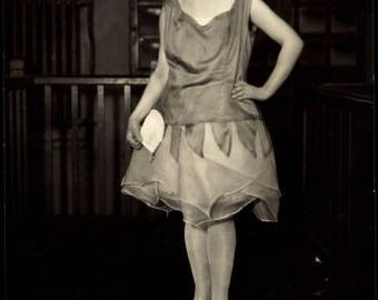 Mint ~ 1920s Woman FASHION MODEL Sporting The Latest 1920s Fashion; Real Photo Postcard