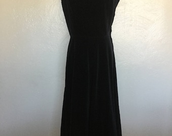 1950s Black velvet dress/ wiggle dress/velvet dress/little black dress/-S