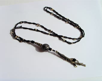 Lariat Necklace black pendant beads and chains.