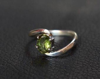peridot silver ring,92.5 silver ring,anniversery ring,gift ring,marriage ring