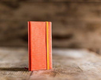2018 weekly pocket planner in Coral Epi leather, the perfect Christmas gift. Pocket agenda 2018, pocket diary in leather. Made in Italy.