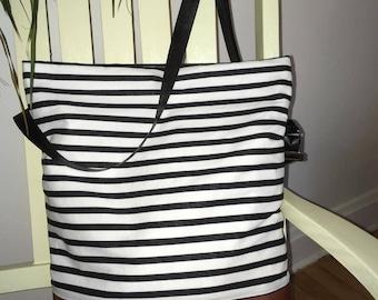 Sac, sacoches, ligné NOIR et BLANC, minimaliste , MademoiZèbre, sac ajustable, cognac , cuirette cognac , sac à main ,