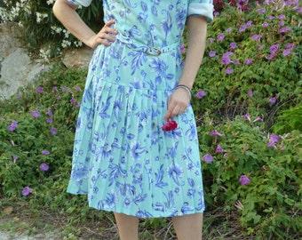 Vintage Clothing. 1970s vintage dress. Floral print dress. Event dress. Turquoise dress.  Size 40 FR. US 10.