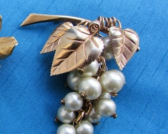 Lovely Bunch of Grapes Brooch in Yellow Metal and Faux Pearls