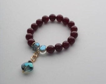 Bracelet with purple agate and blue glass crystal. Natural stones 10mm