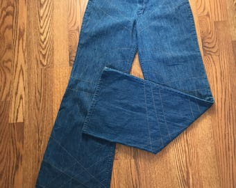 Vintage 1970s Wrangler High Waist Wide Leg Jeans With Top Stitch Design - Bell Bottom - Flare