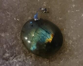 LABRADORITE Rainbow 12.15 Gr-round pendant