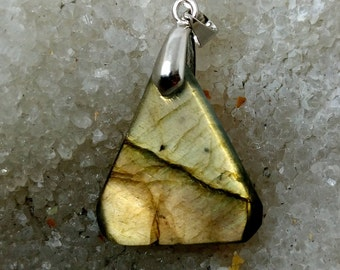 Bronze LABRADORITE Golden 6.23 grams-triangle pendant
