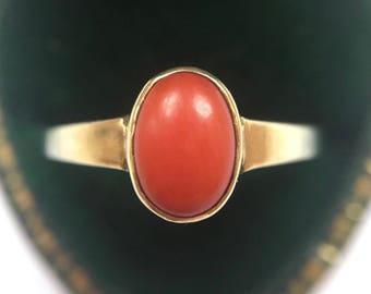 Vintage 8ct Yellow Gold Coral Solitaire Ring (Size M 1/2)