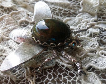Intriguing Speckled Resin Stone Fly Broach Pin - 1960 - Excellent Condition - Any Occasion - Conversation Starter