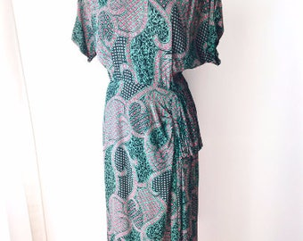 LARGE 40s Swing Era Novelty Print Green Red Paisley by Leslie Fay WWII War Era Lindy Cocktail Dinner Dress Art Deco